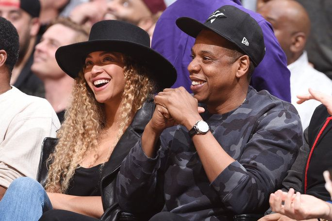 歌手、 Beyonce and Rapper, Jay-Z attend the Oklahoma City Thunder game against the Los Angeles Clippers on March 2, 2016 at STAPLES Center in Los Angeles, California.