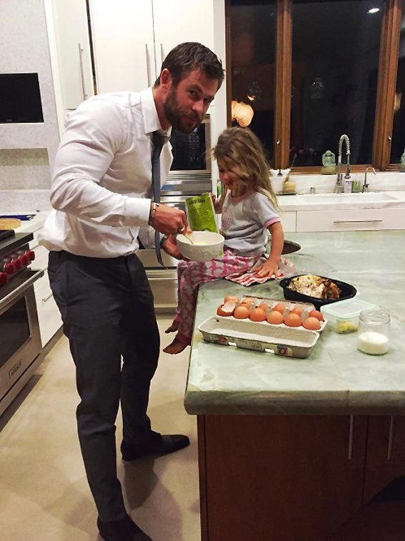 크리스 Hemsworth and his daughter, India Rose