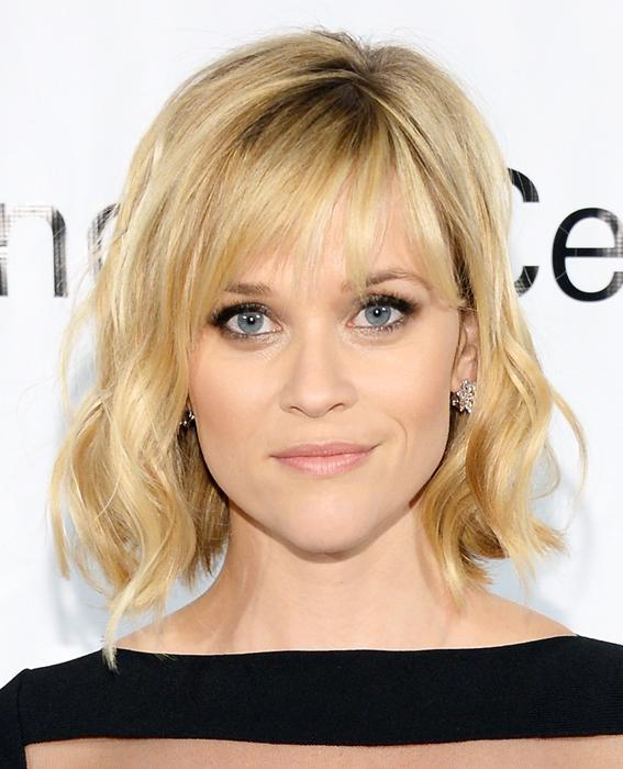 리스 Witherspoon wavy short hair with bangs