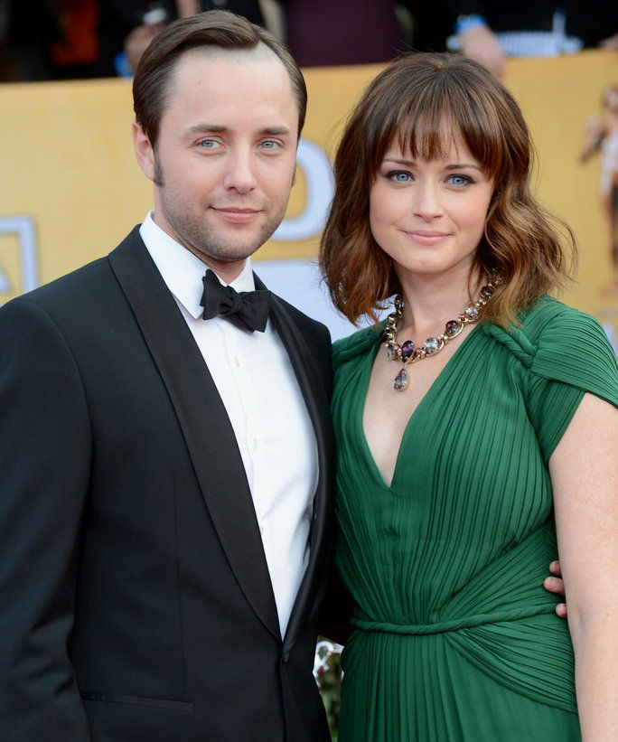 알렉시스 Bledel & Vincent Kartheiser Sell Brooklyn Apt - LEAD