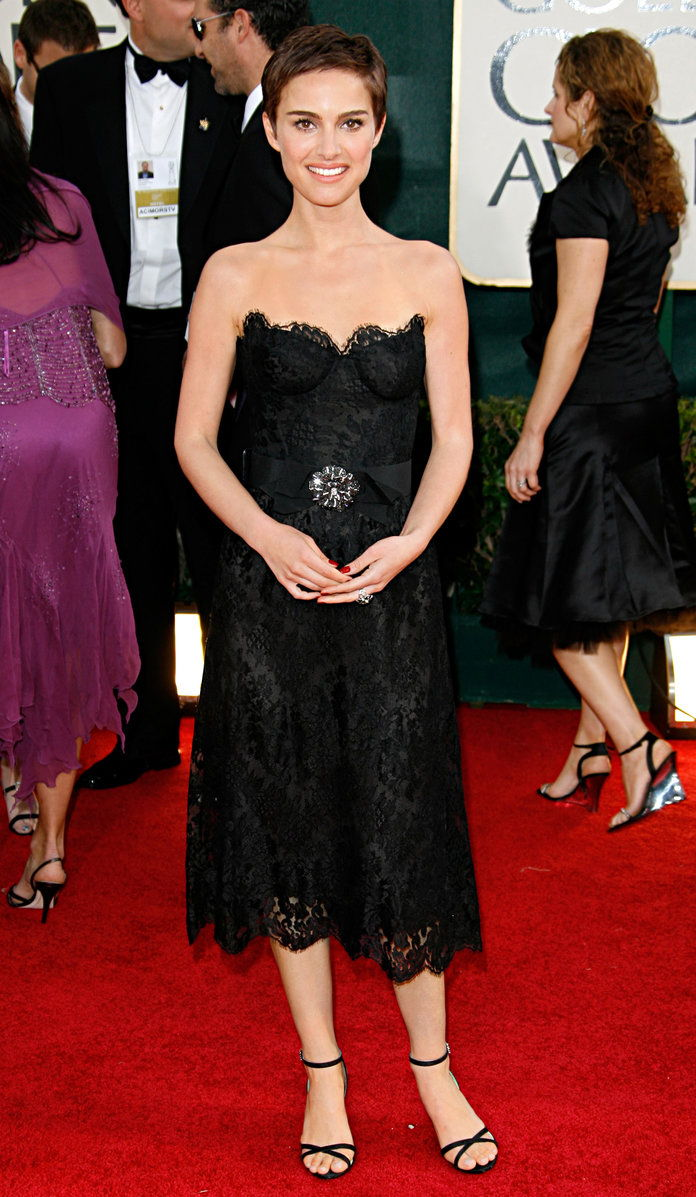 ב Chanel Haute Couture at the Golden Globe Awards in L.A. (2006)