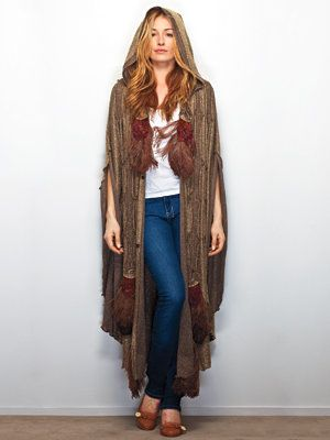 내부 Cat Deeley's Closet - Cat in a vintage cape