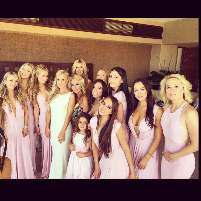 פריז and Nicky Hilton as a bridesmaids