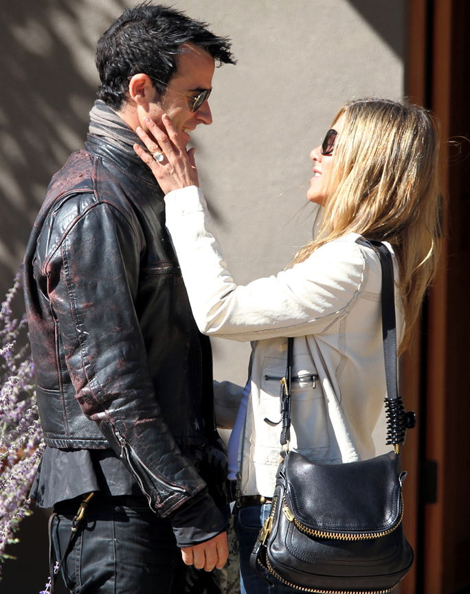 제니퍼 Aniston and Justin Theroux October 6, 2012