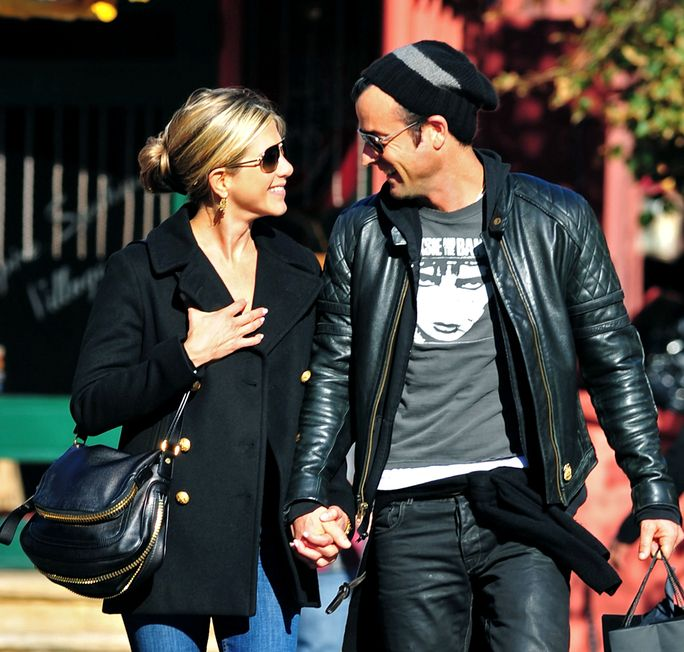에니 쉬 Aniston and Justin Theroux SEPTEMBER 18 2011