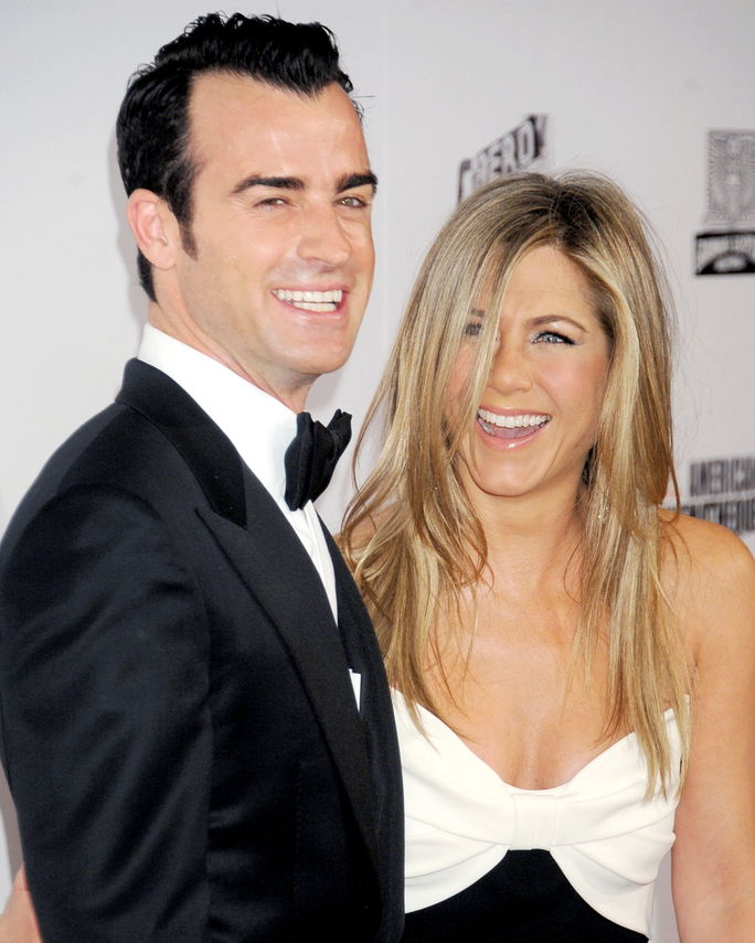 제니퍼 Aniston and Justin Theroux NOVEMBER 15, 2012