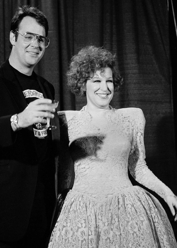 단 AYKROYD AND BETTE MIDLER