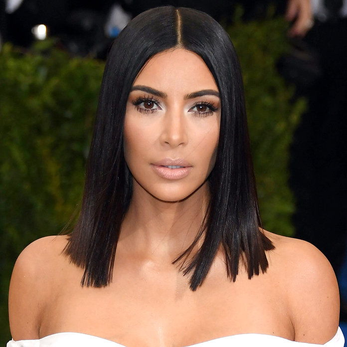 キム Kardashian's Super Sleek Lob