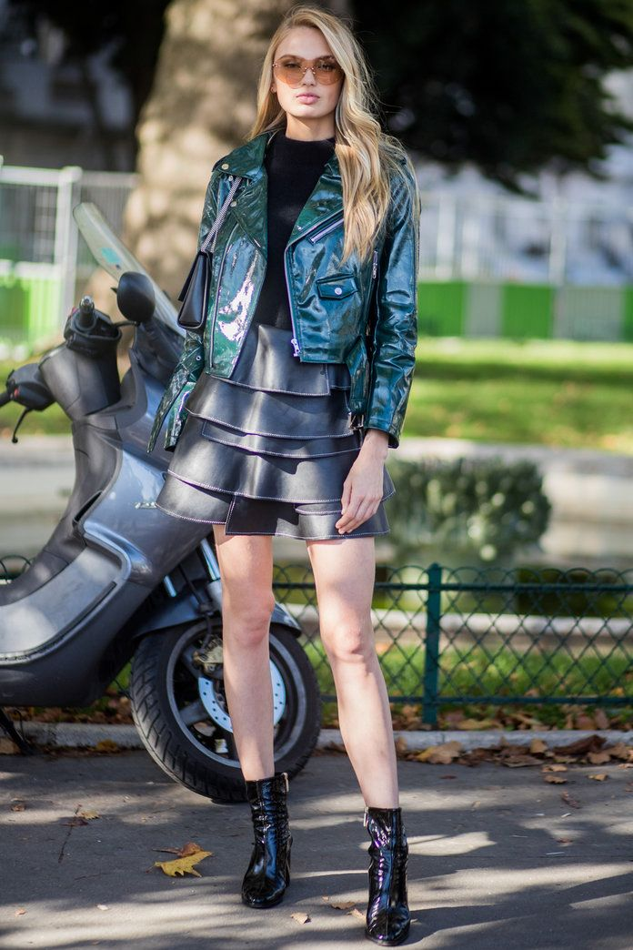 רומי Strijd in Green Leather Jacket