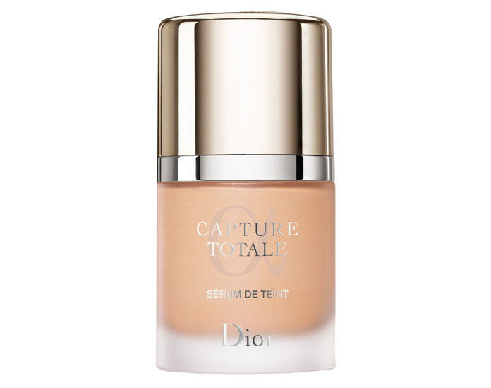 דיור Capture Totale Foundation SPF 25