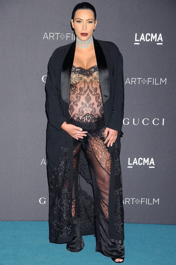 קים Kardashian West's Lace Maternity Look