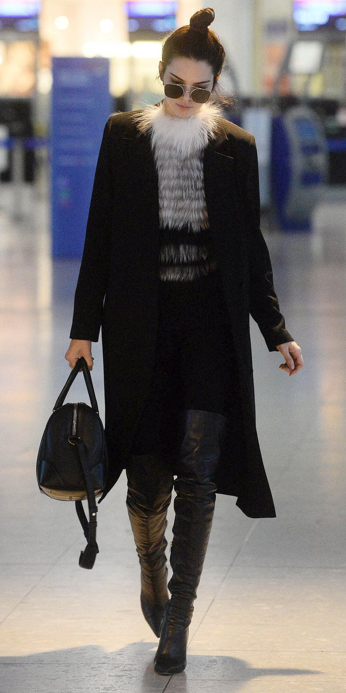 קנדל Jenner is seen arriving at London Heathrow Airport. (London, England, UK)