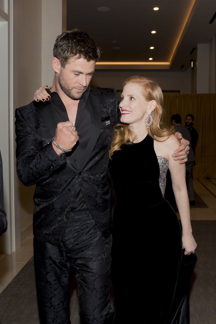 クリス Hemsworth and Jessica Chastain